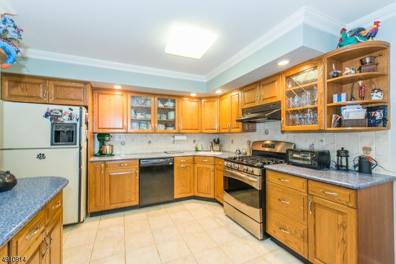 9 HERITAGE MANOR DR-8