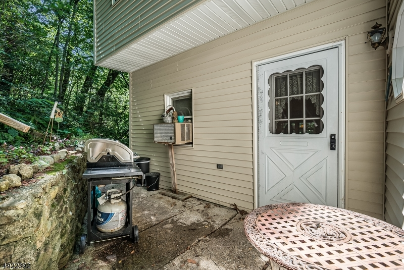 212 SUSSEX AVE-18